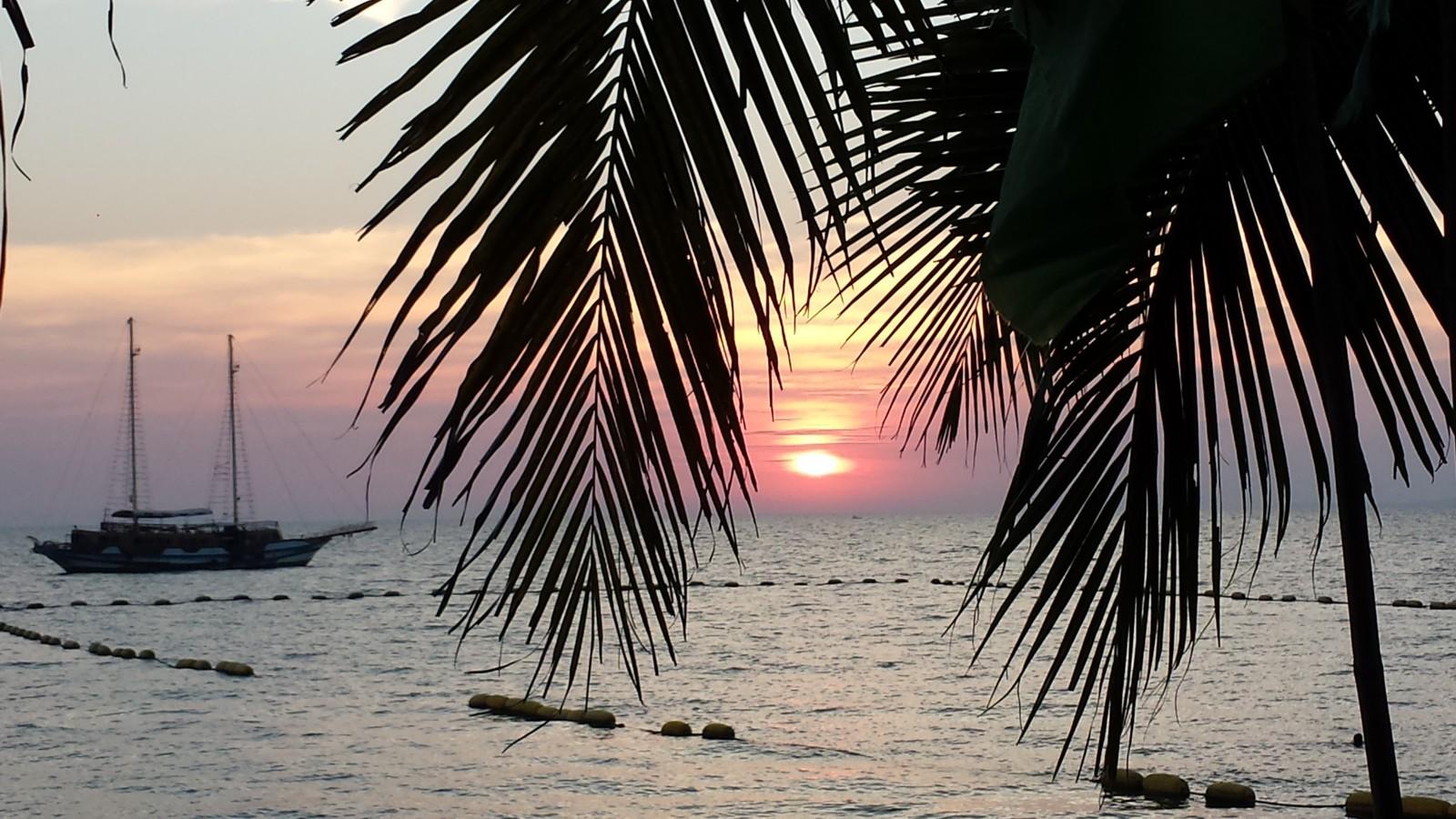 sailing sunset over the ocean Luvli GummiWerks